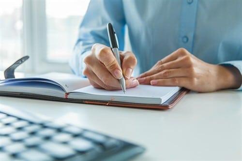 Werkvertrag – muss der Werkunternehmer Stundenzettel schreiben?