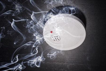 Rauchwarnmelder retten Leben. Rauchmelder sind Lebensretter – und müssen deshalb im Falle eines Falles ihre Funktion zuverlässig erfüllen.