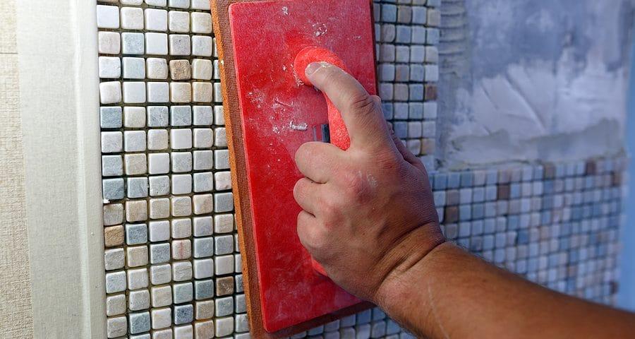 Werkvertrag - Haftung für Schäden an denkmalgeschützten Wandfliesen bei Regalmontagearbeiten