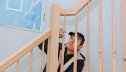 Bauvertrag: Nichteinhaltung der anerkannten Regeln der Technik beim Bau einer Holztreppe