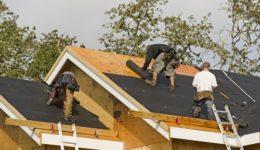 Dachdeckerarbeiten - Verantwortlichkeit für Anschlüsse zwischen Dachstuhl-, Gauben- und Dämmarbeiten
