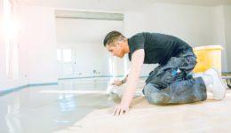Werkvertrag - Rissbildungen nach Aufbringung eines Bodenbelags vor Eintritt der Belegreife