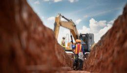 Bauunternehmerhaftung - Beschädigung einer Abwasserleitung bei Baggerarbeiten