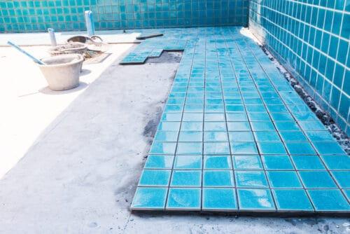 Schadenersatz wegen mangelhafter Abdichtungsarbeiten in einem Schwimmbad